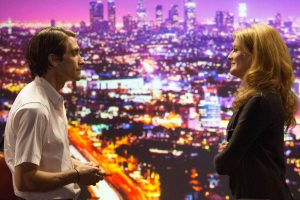 NIGHTCRAWLER - 2014 FILM STILL - Jake Gyllenhaal as Lou Bloom and Rene Russo as Nina Romina - Photo credit: Chuck Zlotnick / Open Road Films